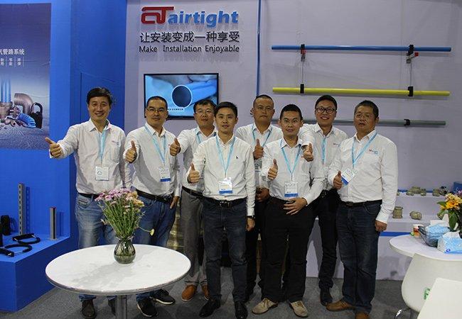 Airtight管道销售合照.jpg